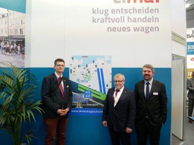 Besuch aus Ludwigslust (von links nach rechts): Henrik Wegner (Stadt Ludwigslust, Wirtschaftsförderer), Reinhard Mach (Bürgermeister Ludwigslust) und Kilian Schache (Projektmanager)